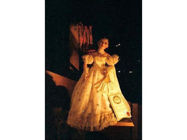 2156672-A_Sissi_porcelain_puppet_Schloss_Neuschwanstein