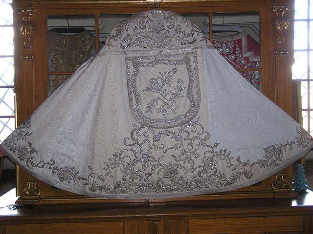 Manteau Lithurgique fait avec la Robe de Mariée de Sissi 003