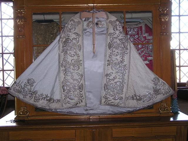 Manteau Lithurgique fait avec la Robe de Mariée de Sissi 004