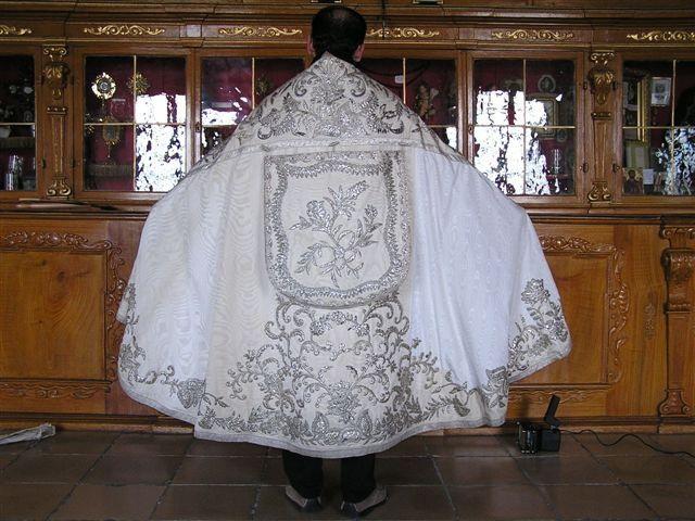 Manteau Lithurgique fait avec la Robe de Mariée de Sissi 005