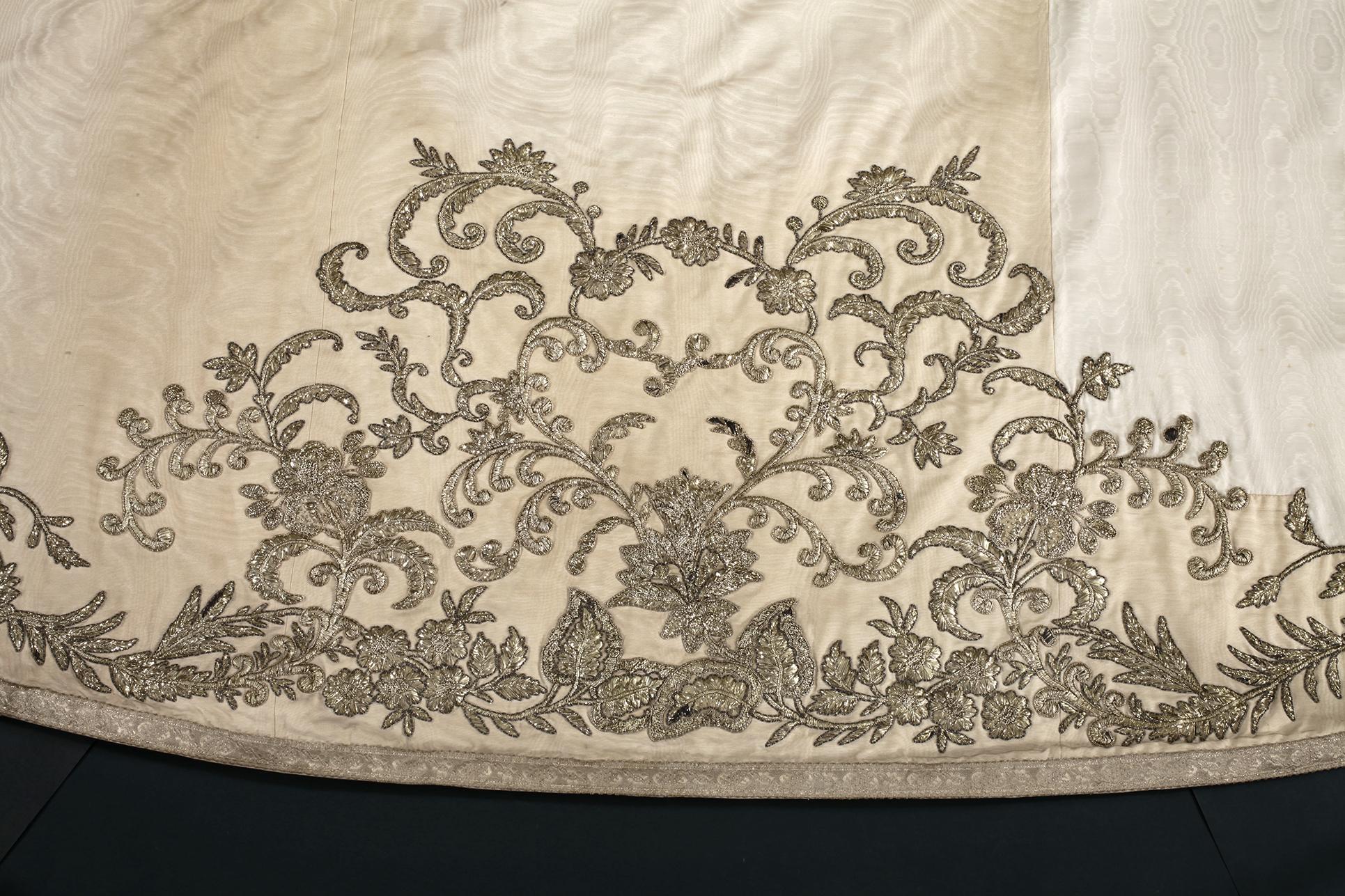 Manteau Lithurgique fait avec la Robe de Mariée de Sissi 008